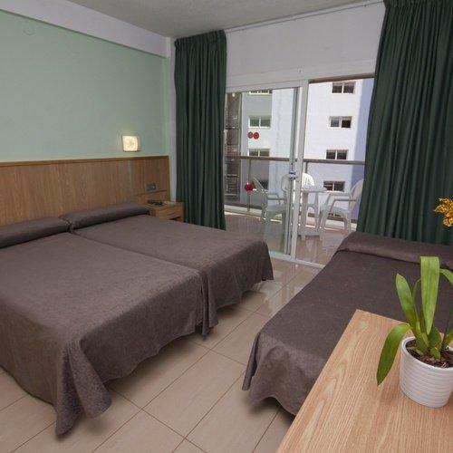 Habitación triple Hotel Perla